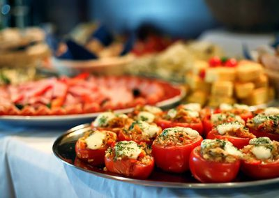 Platten mit Lebensmitteln